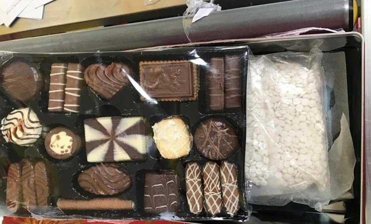 إحباط تهريب كمية كبيرة من الحبوب المخدرة داخل علب حلويات في الأردن- (صور)