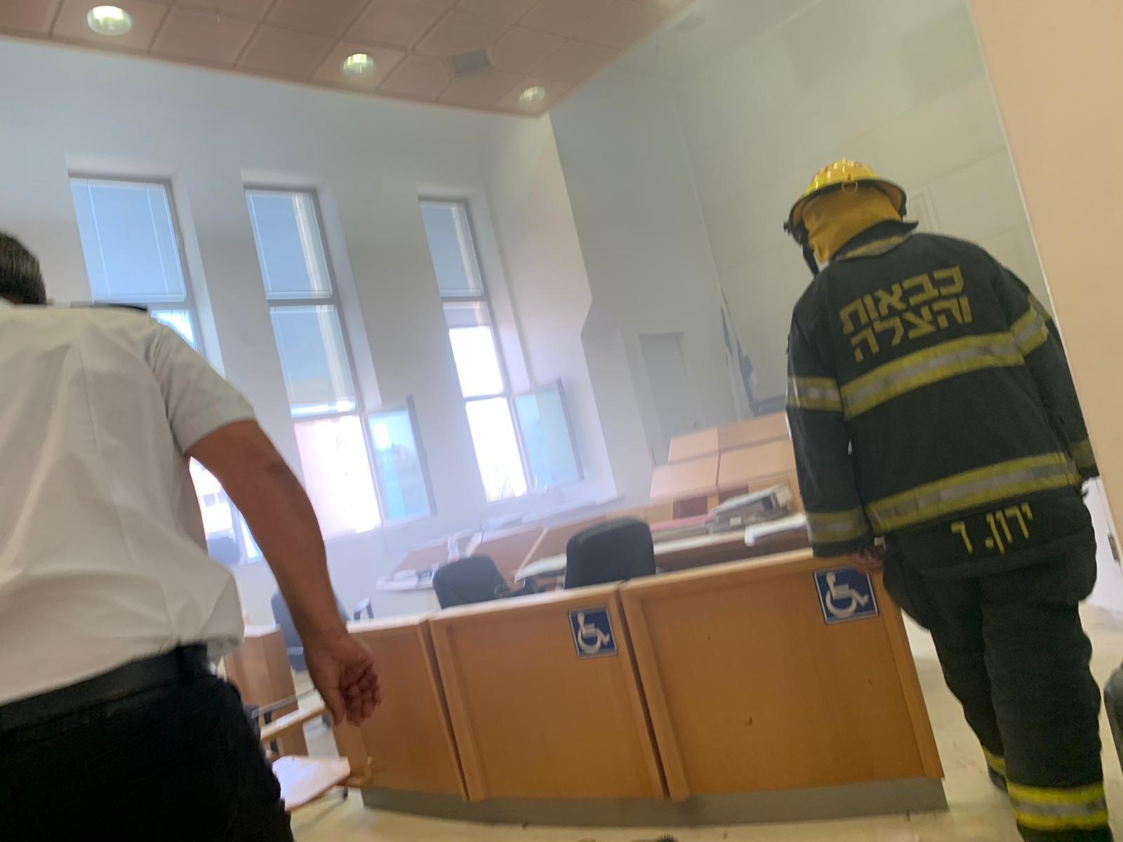 شخص يحرق نفسه داخل المحكمة في بئر السبع