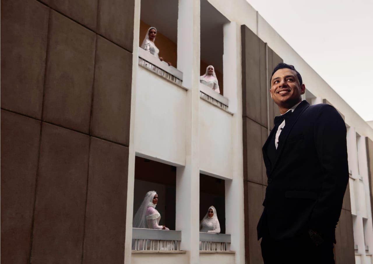 مصري يفاجئ والدته بالزفاف على 4 فتيات 568516329