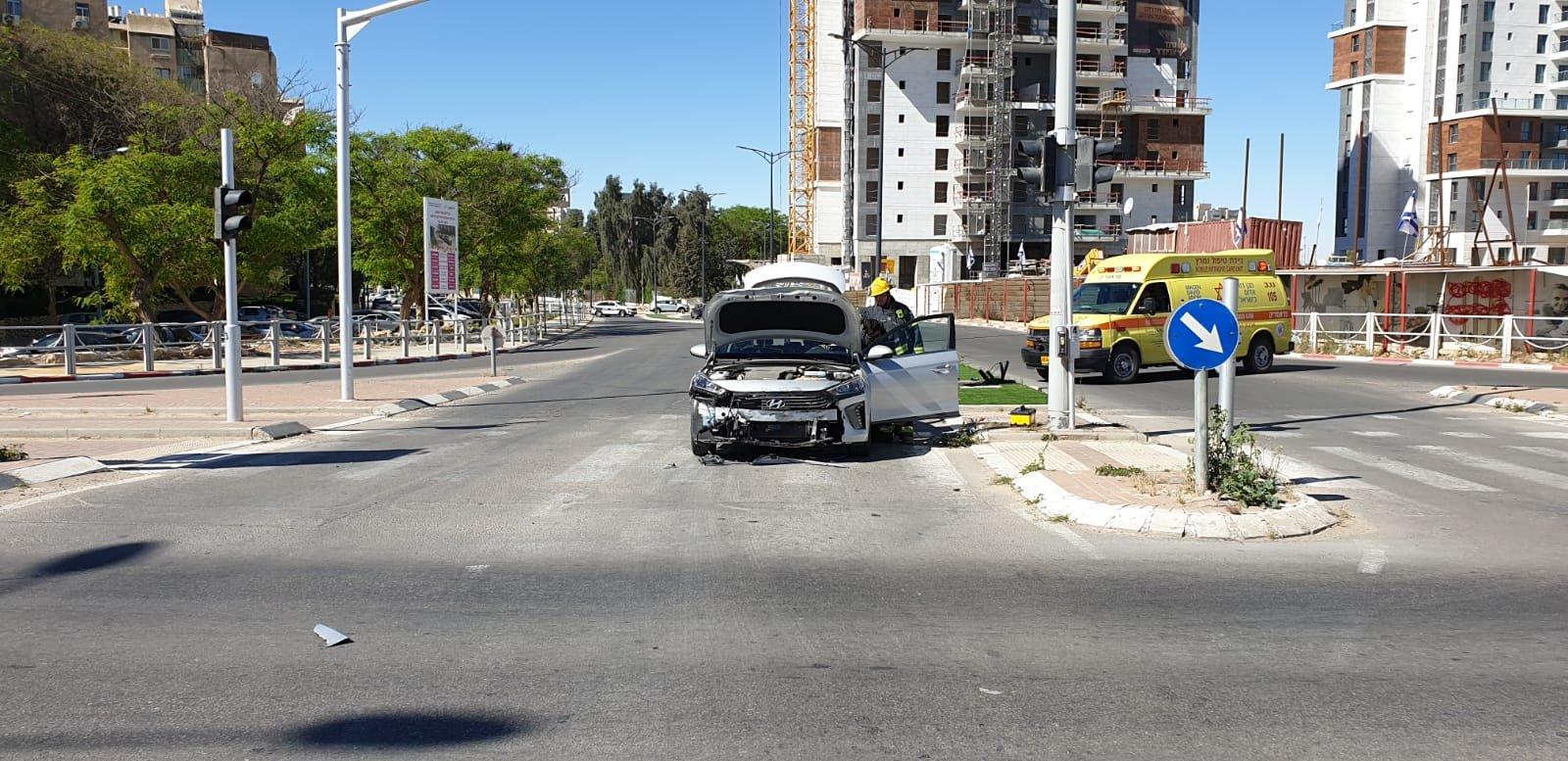 بئر السبع: اصابات نتيجة حادث طرق بين سيارة إسعاف ومركبة خصوصية