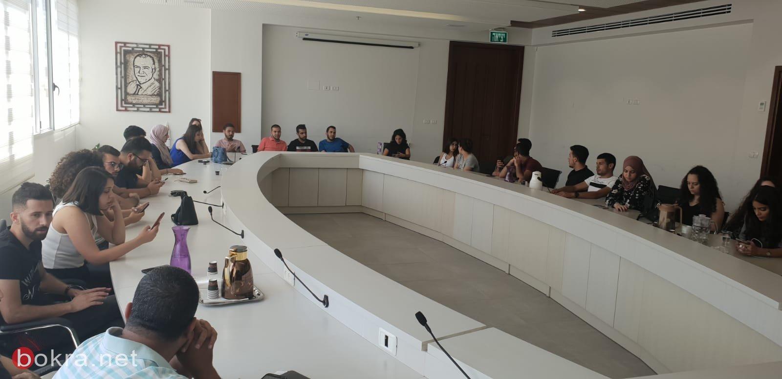 الناصرة: علي سلام يوزع منح على الطلاب الجامعيين
