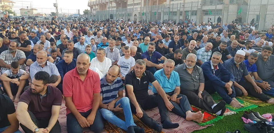 ام الفحم: الألاف يؤدون صلاة العيد