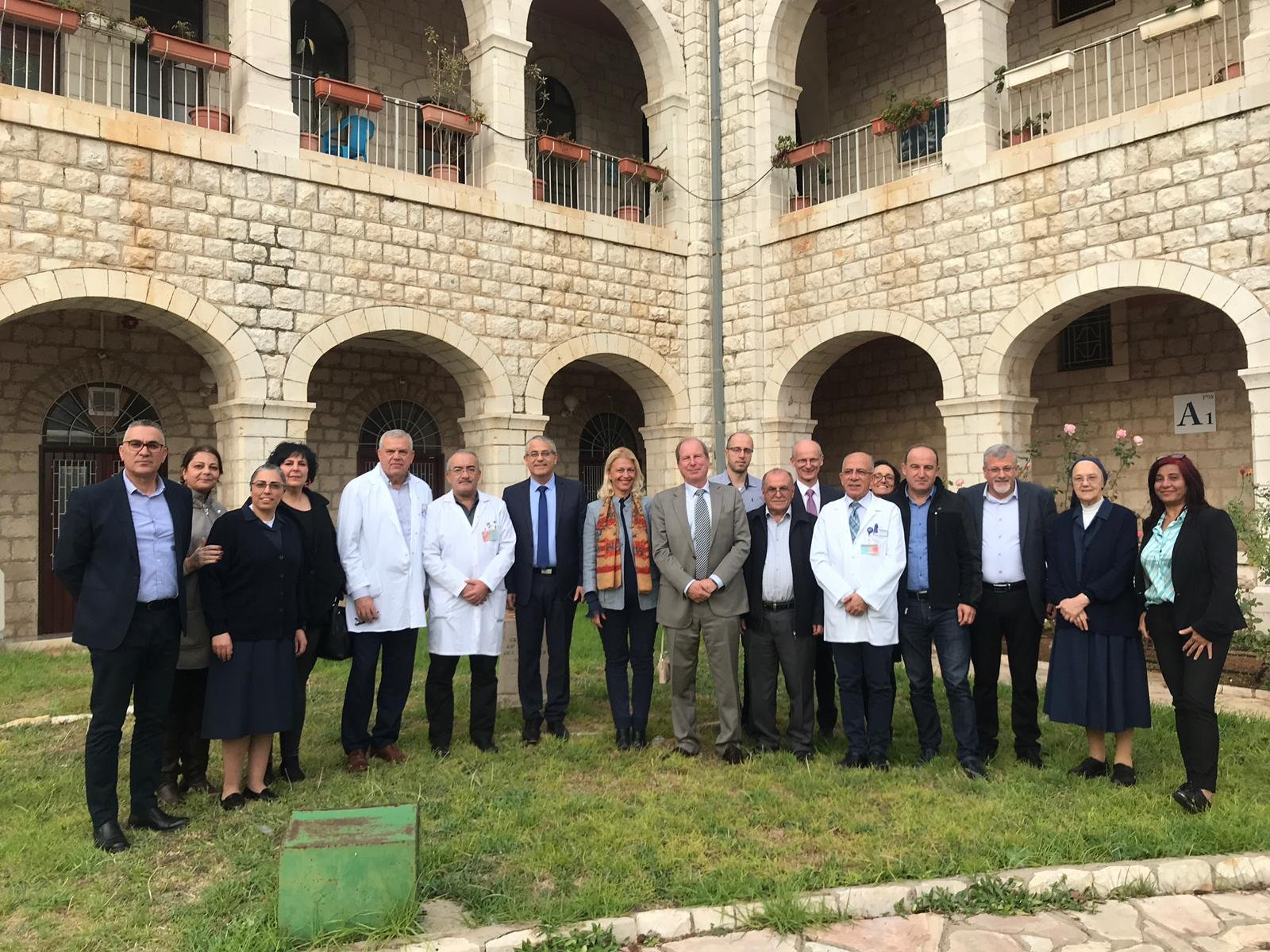 السفير الفرنسي الجديد يزور المستشفى الفرنسي بالناصرة-1