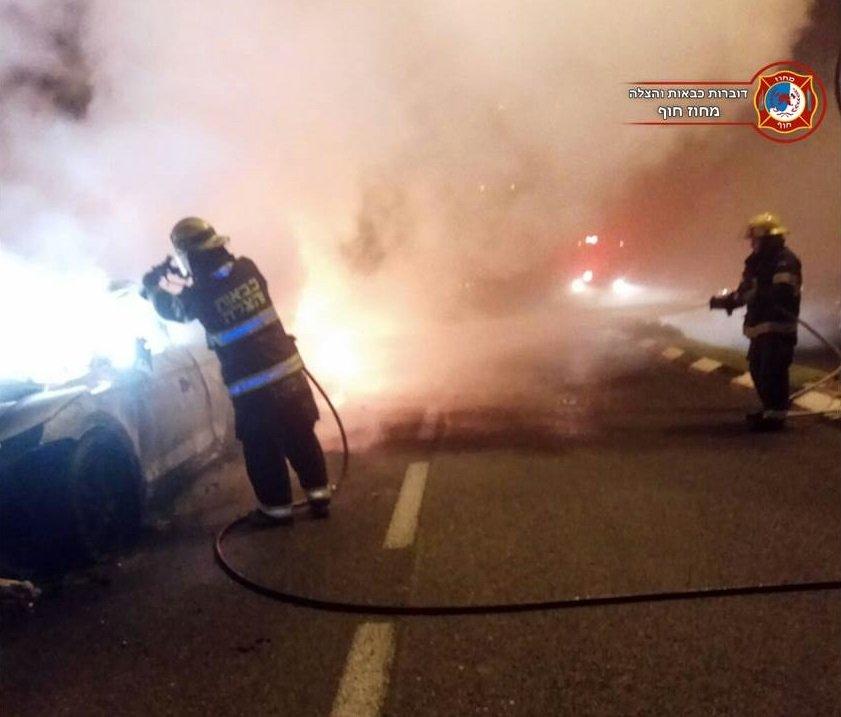 حريق يلتهم سيارتين في حيفا .. وتحقيق ما إذا كان مفتعلًا-0
