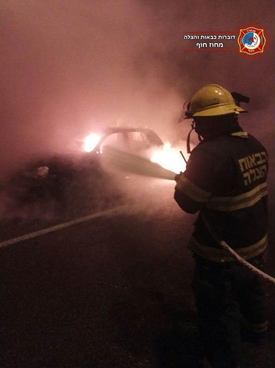 حريق يلتهم سيارتين في حيفا .. وتحقيق ما إذا كان مفتعلًا-1