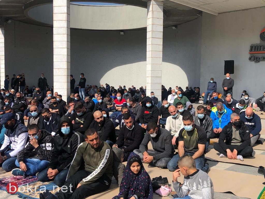 نُطالب بحماية دولية .. أهالي أم الفحم يتظاهرون أمام محطة الشرطة - مباشر
