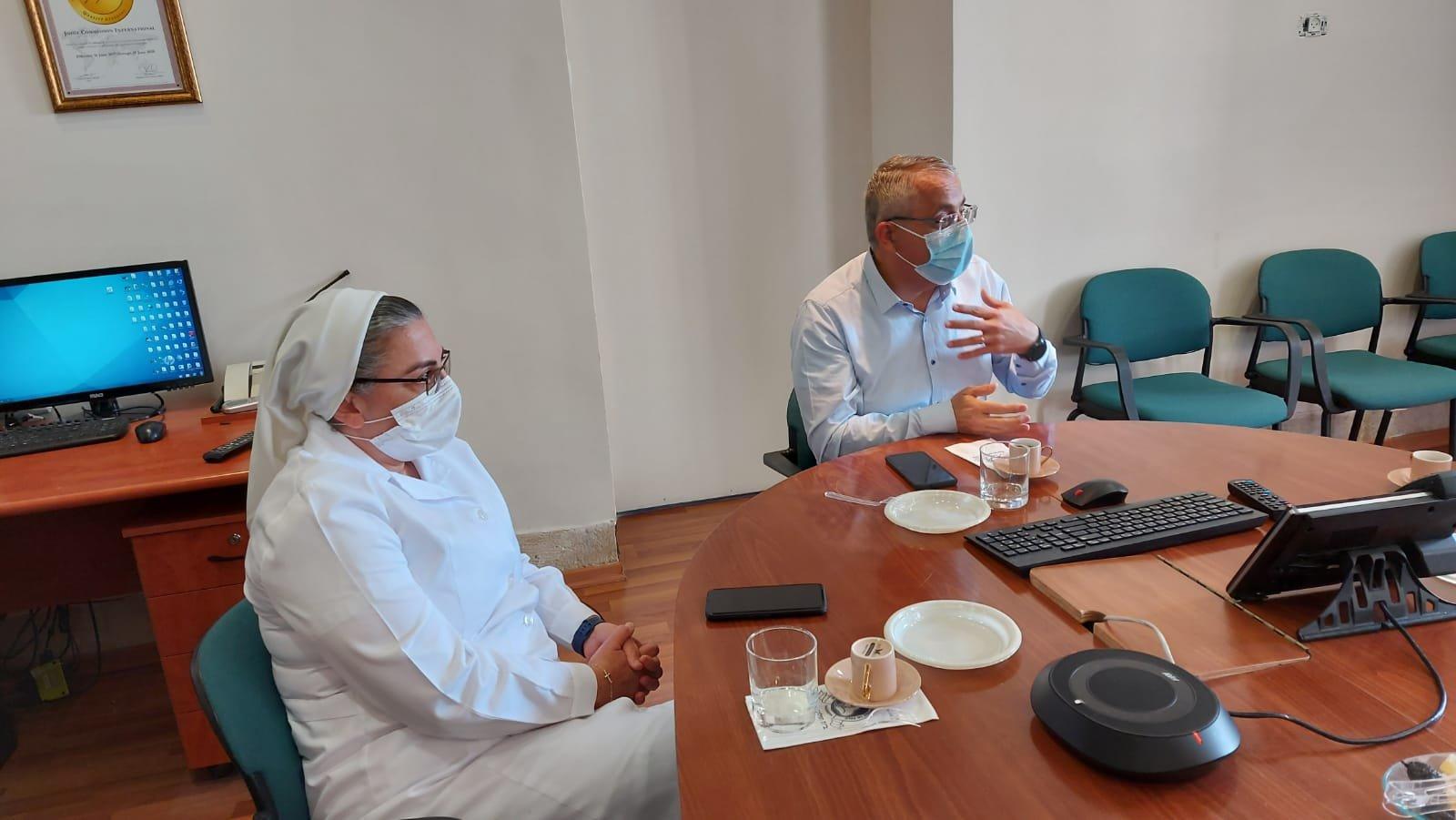 """قيادة حزب """"معا لعهد جديد"""" تزور المستشفى الفرنسي في الناصرة-1"""