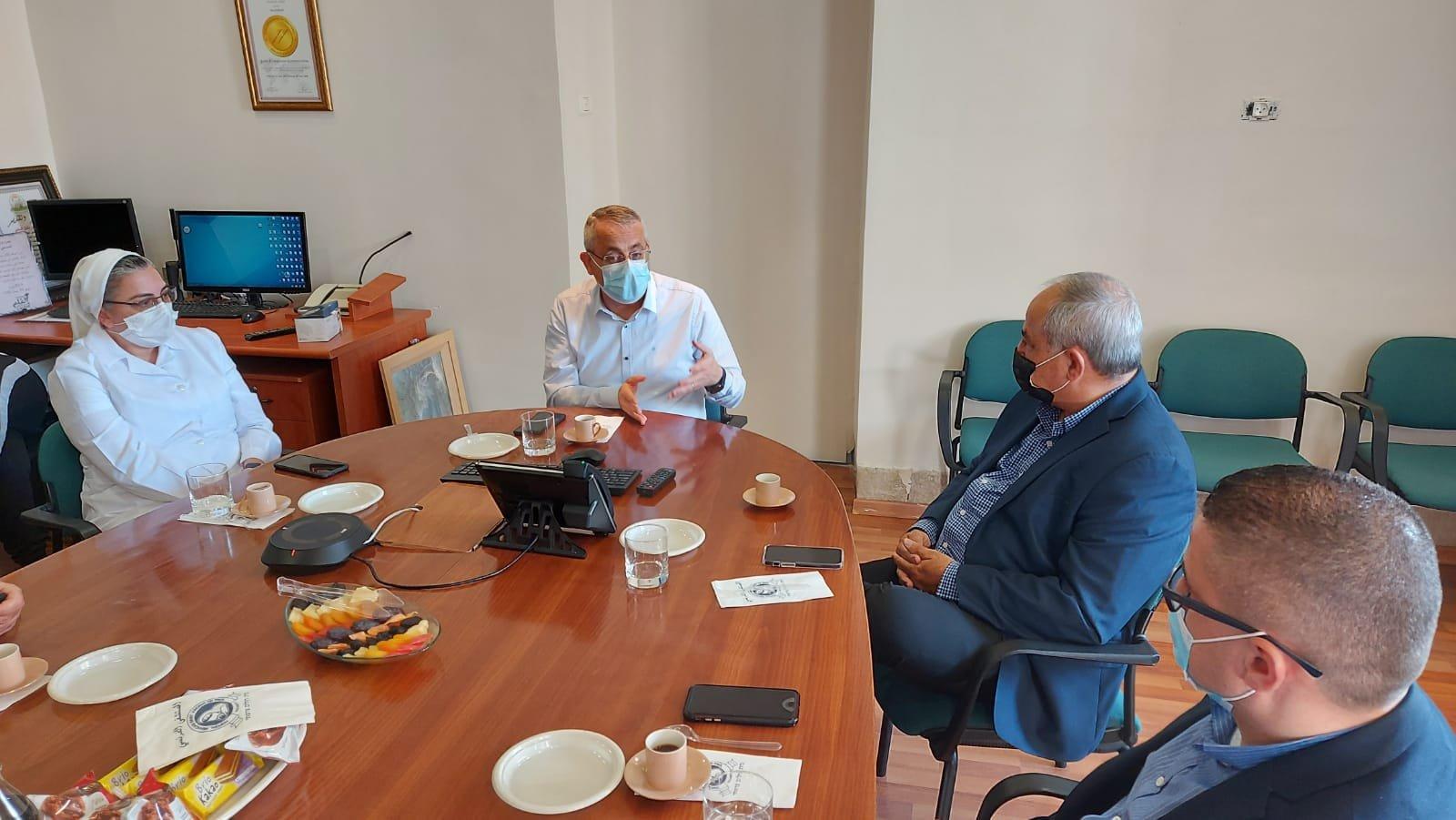 """قيادة حزب """"معا لعهد جديد"""" تزور المستشفى الفرنسي في الناصرة-6"""