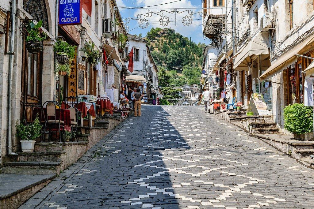 احجز تذكرتك للطيران إلى ألبانيا