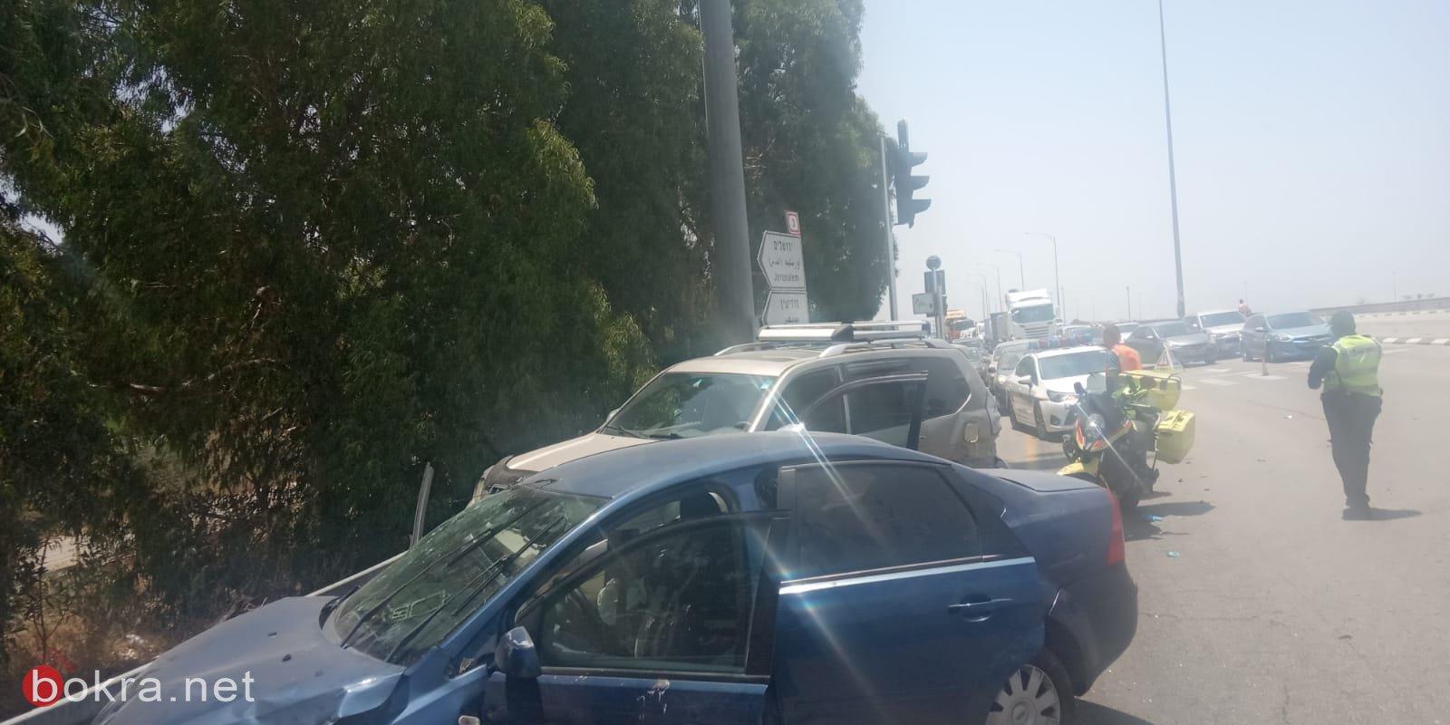 5 اصابات في حادث طرق بين 3 مركبات في الجنوب