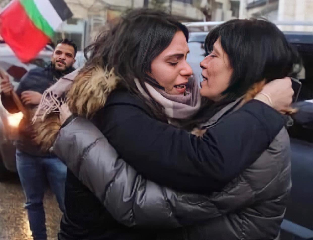 """اطلاق حملة """"الحرية لخالدة جرار"""" محليًا ودوليًا بعد وفاة ابنتها-0"""