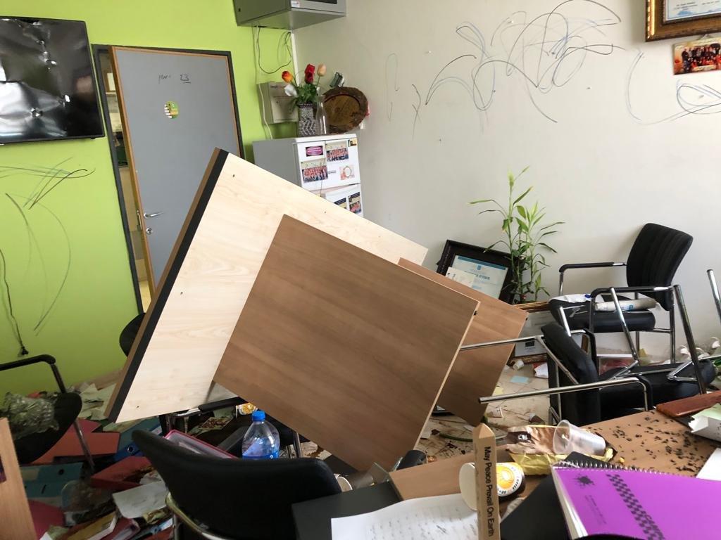 اقتحام وتخريب غرفة المربية روز شعبان مديرة المدرسة الابتدائية د طرعان