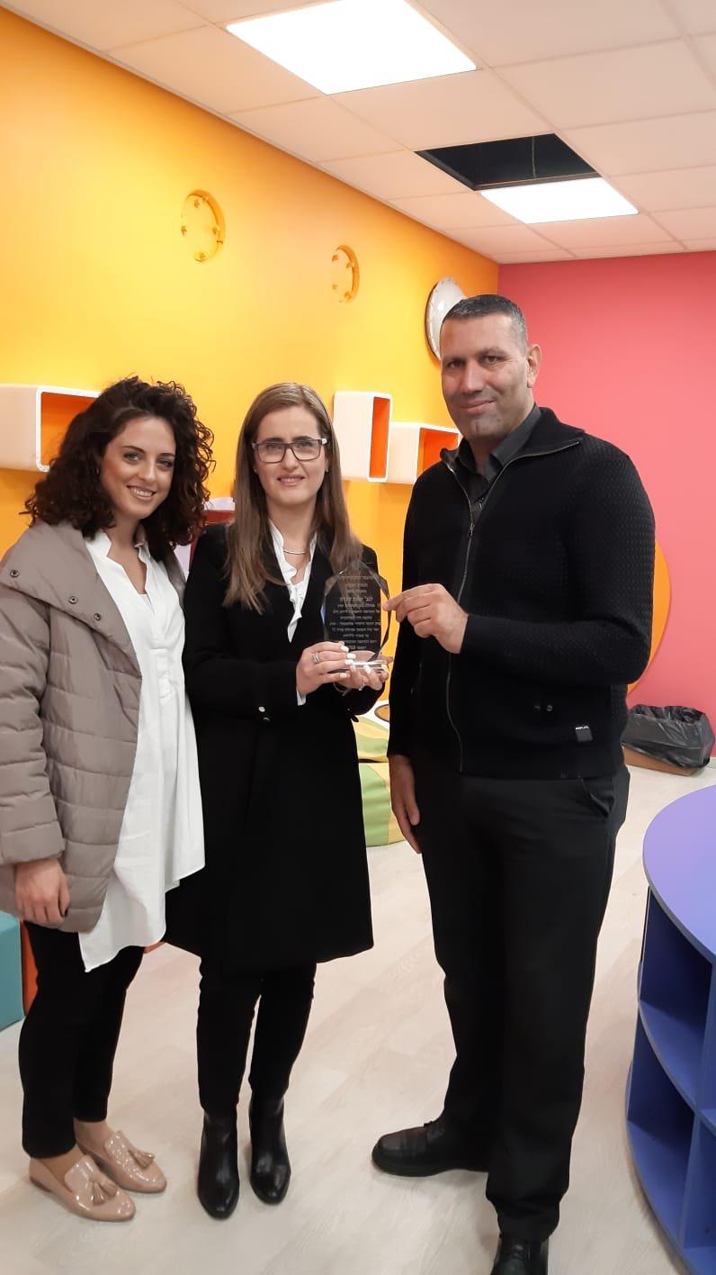 يافة الناصرة: بنك هبوعليم يتبرع بحواسيب لمدرسة الشمالي