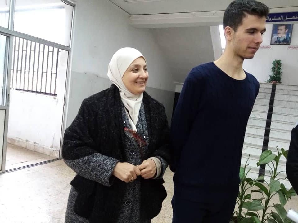 حافظ بشار الأسد يردّ على أستاذه: أتمنى أن تناديني حافظ بدون ألقاب (صور)