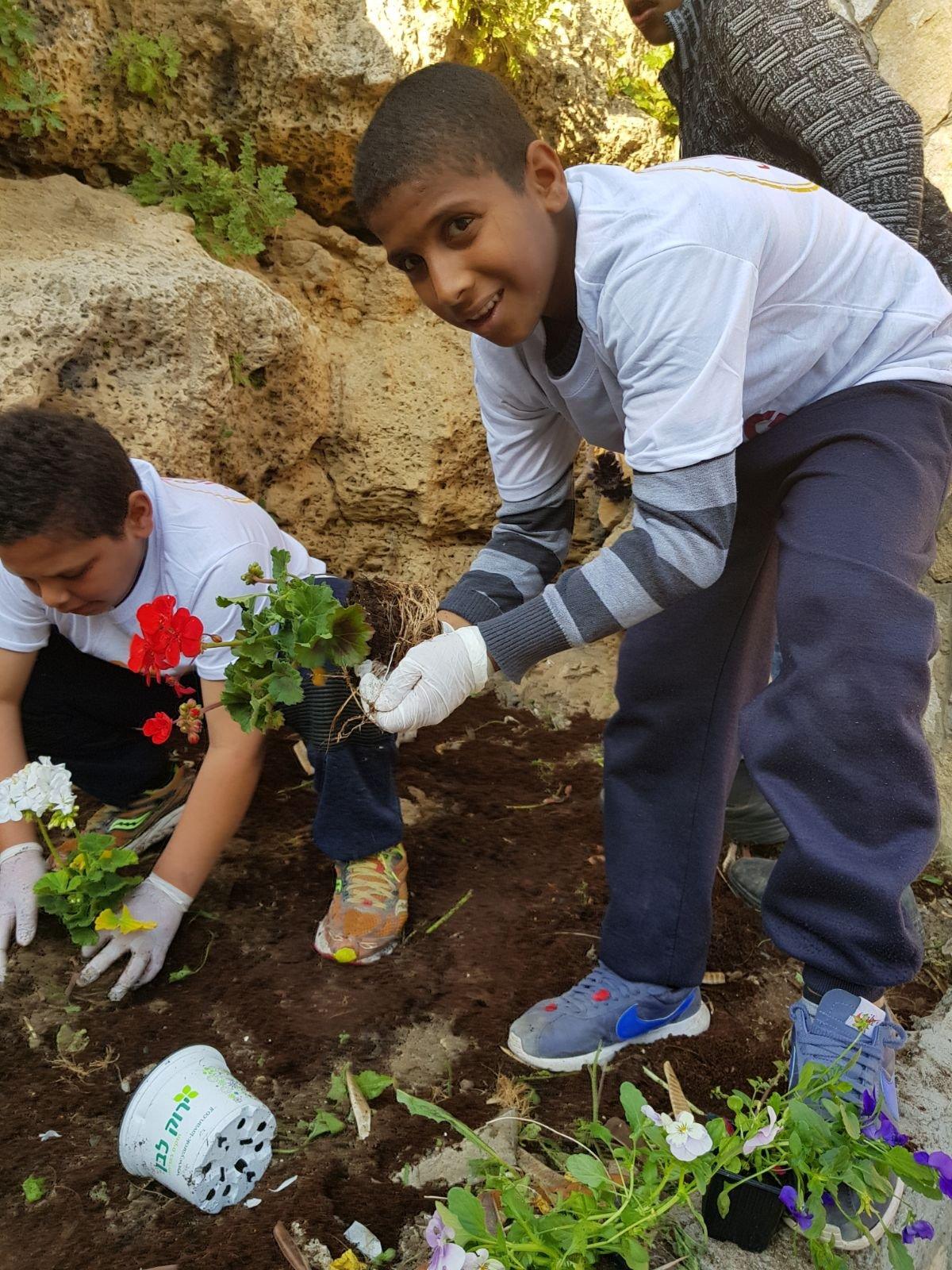 بمبادرة جمعيتي بسملة والروح الطيبة: جسر الزرقاء تعُج بالأعمال الخيرية