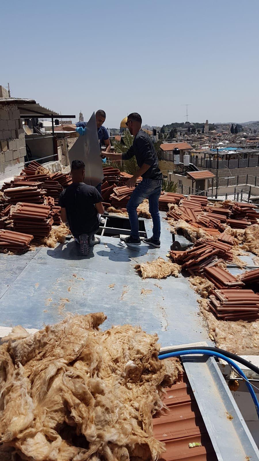 بلدية القدس تجبر عائلة مقدسية على هدم منزلها في حارة السعدية