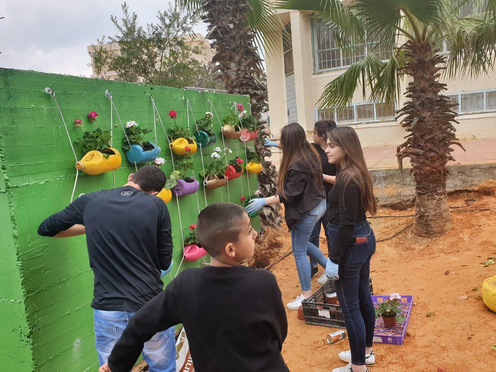 طالبات المعهد الأكاديمي العربي للتربية في بيت بيرل يحصلن على جائزة مجلس التعليم العالي في مجال التطوّع المجتمعي البيئي