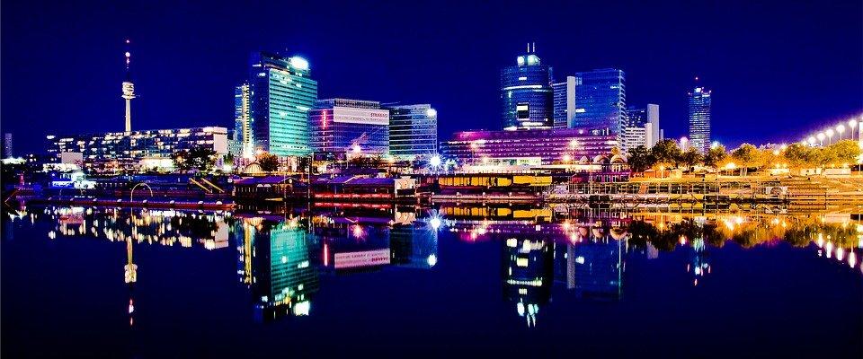 ليالي الأنس في فيينا، جولة في ارجاء المدينة