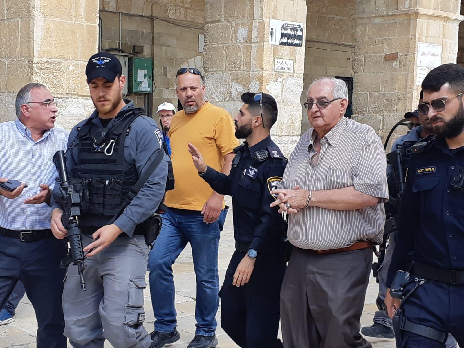 شرطة الاحتلال تعتقل مدير الإعمار بالأقصى وأحد موظفيه