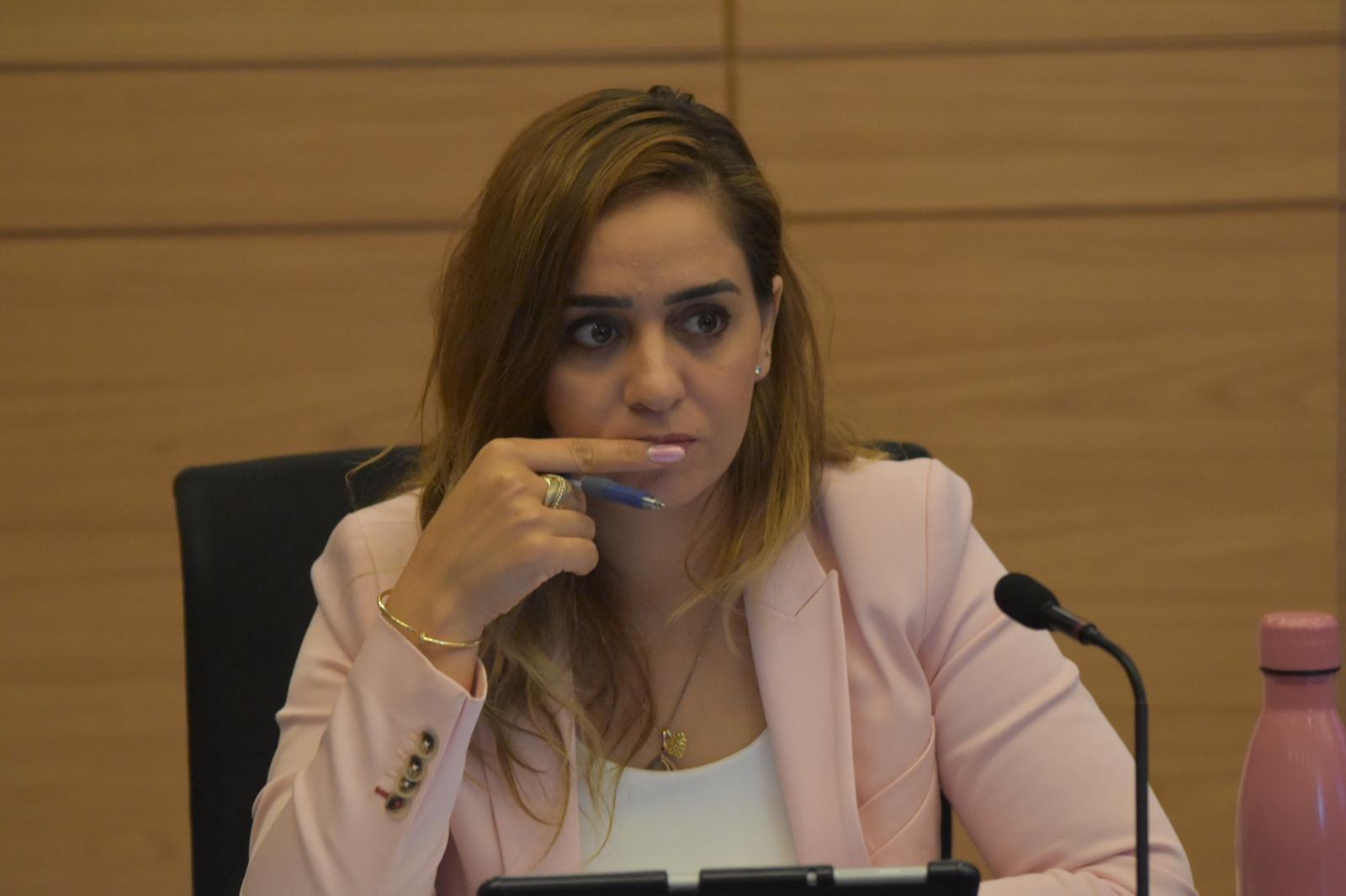 النائب أسامة السعدي يدير جلسة لجنة العمل البرلمانية حول حوادث العمل في ورشات البناء