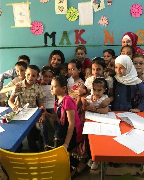 بريانكا شوبرا مع اللاجئين، ضحك ولعب وحب ورسالة من الأطفال لنجوم بوليود