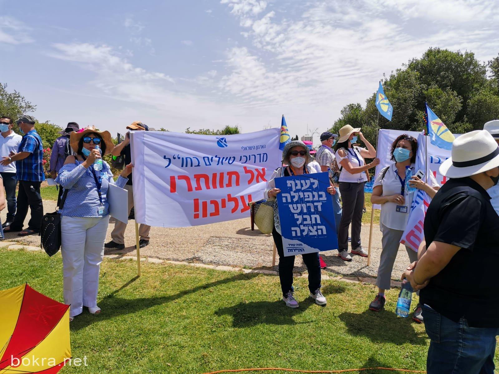 القدس: وقفة احتجاجية تطالب الحكومة بالاهتمام بقطاع السياحة والرحلات التربوية ودفع التعويضات