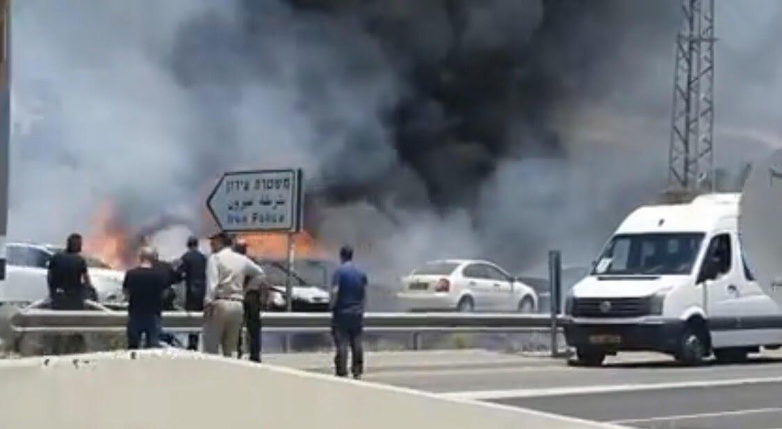 حريق يلتهم مركبات قرب محطة شرطة وادي عارة(فيديو)-0