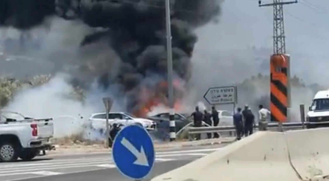 حريق يلتهم مركبات قرب محطة شرطة وادي عارة(فيديو)-1