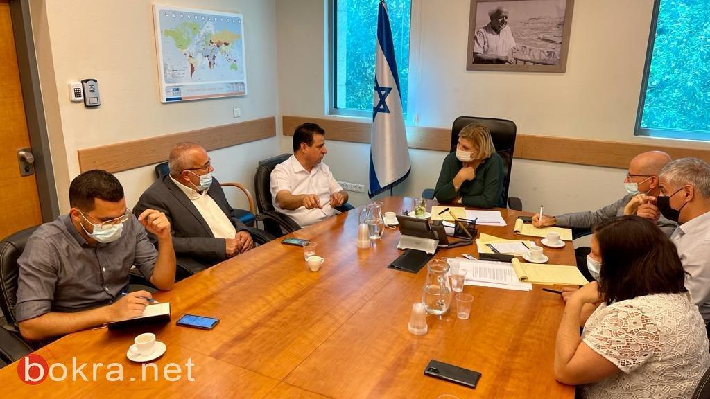 بعد جلسة مع المشتركة...وزيرة الاقتصاد تخصص مليارد شيكل لتطوير المناطق الصناعية-0
