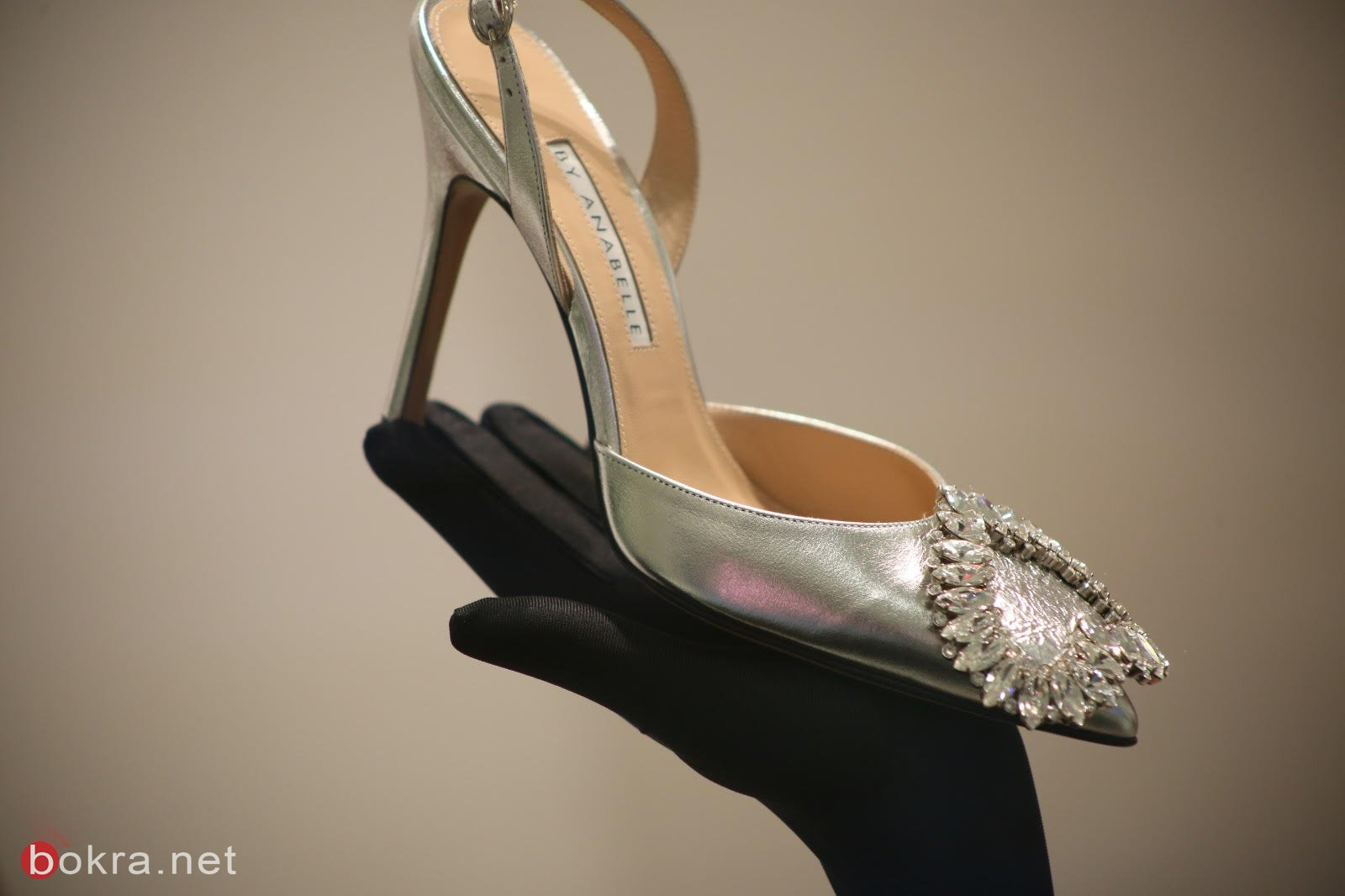 منسقة الملابس ليالي حوا، تأخذكم إلى عالمٍ مليء بالأحذية الأنيقة بتصميم خاص
