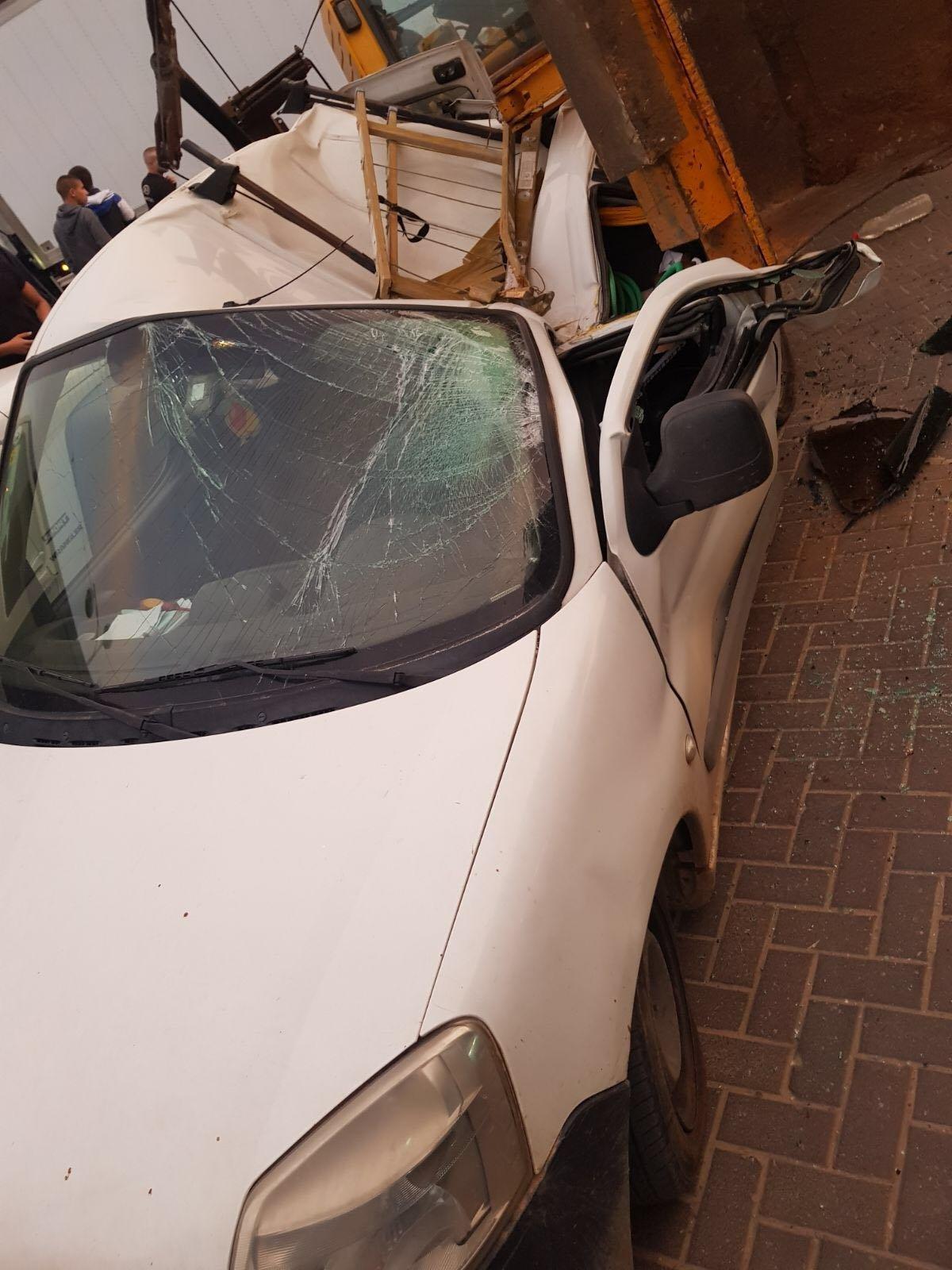 الطيرة: انقلاب تراكتور على سيارة دون تسجيل اصابات-1