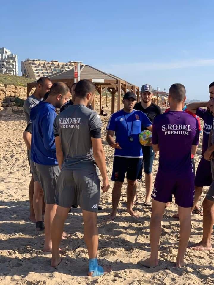 بطل اسرائيل لكرة الشواطئ يستهل تحضيراته للموسم الجديد على شاطئ