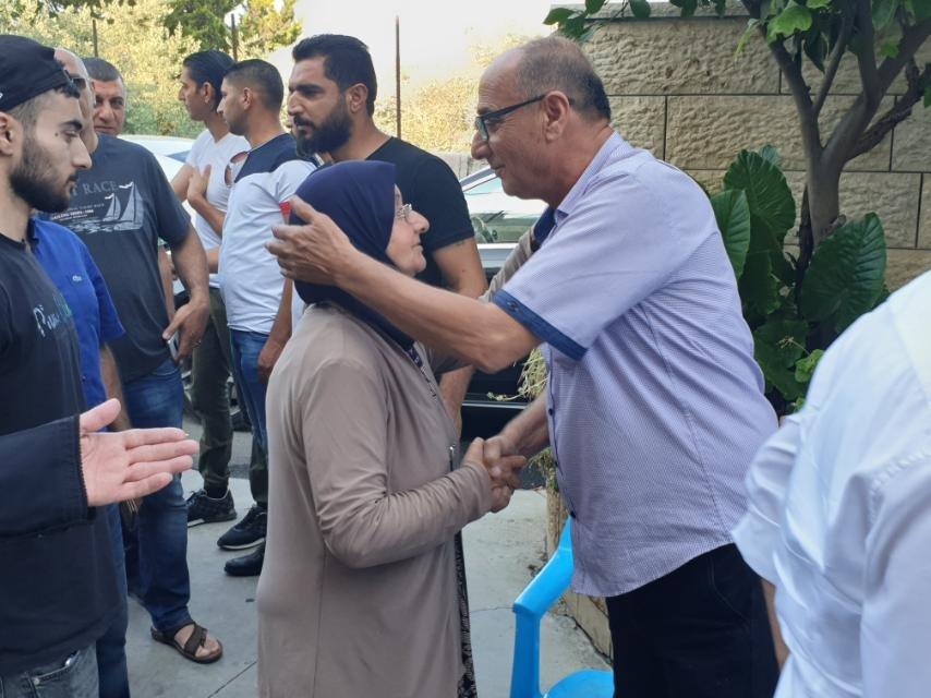 كفركنا: الصلح بين ابناء عائلة خطيب بعد اصابة الحاج لطفي باطلاق نار