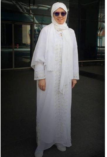 فنانتان عربيتان ترتديان الجلباب والحجاب!