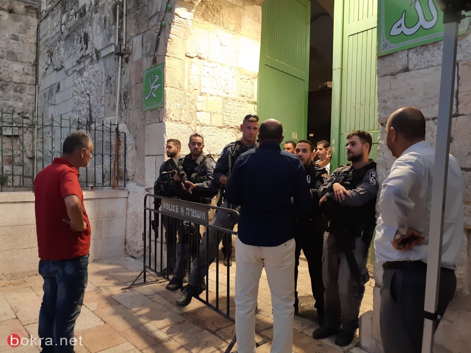صلاة المغرب على أبواب المسجد الاقصى
