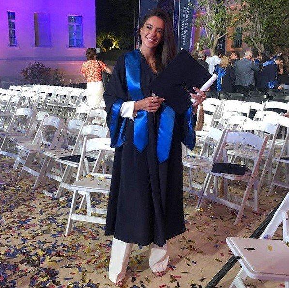 ملكة جمال لبنان تحتفل بتخرجها من الجامعة