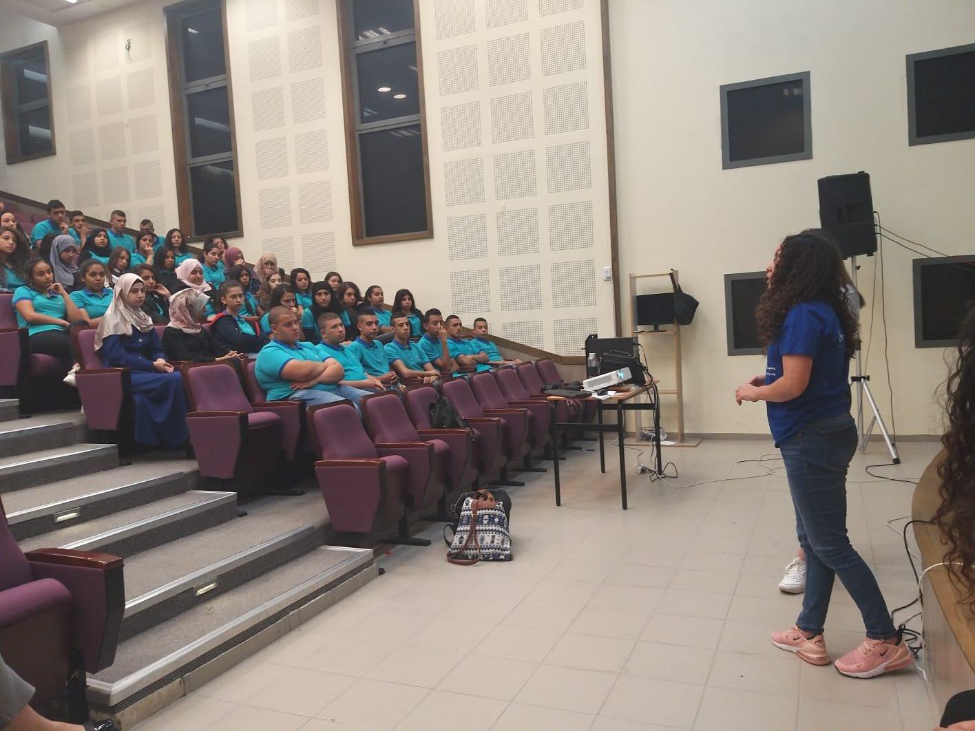 مدرسة الحكمة الثانوية تلتقي مع جمعية الشجعان