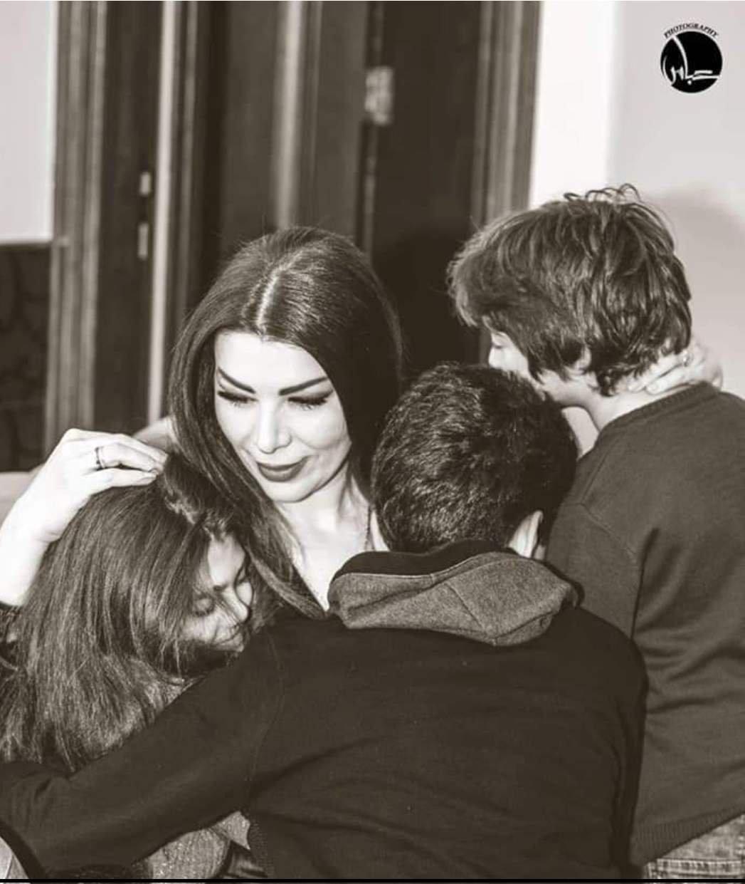 ممثلة سورية تنشر صور أولادها لأوّل مرّة