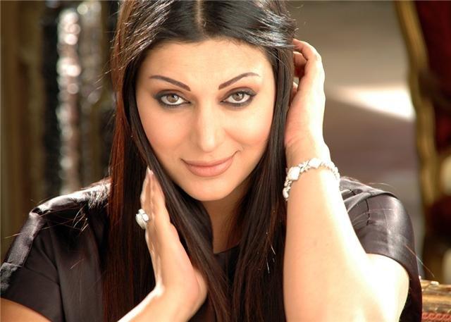 فنانة لبنانية تعود إلى الغناء بعد غيابٍ لـ10 سنوات.. خمنوا من هي!