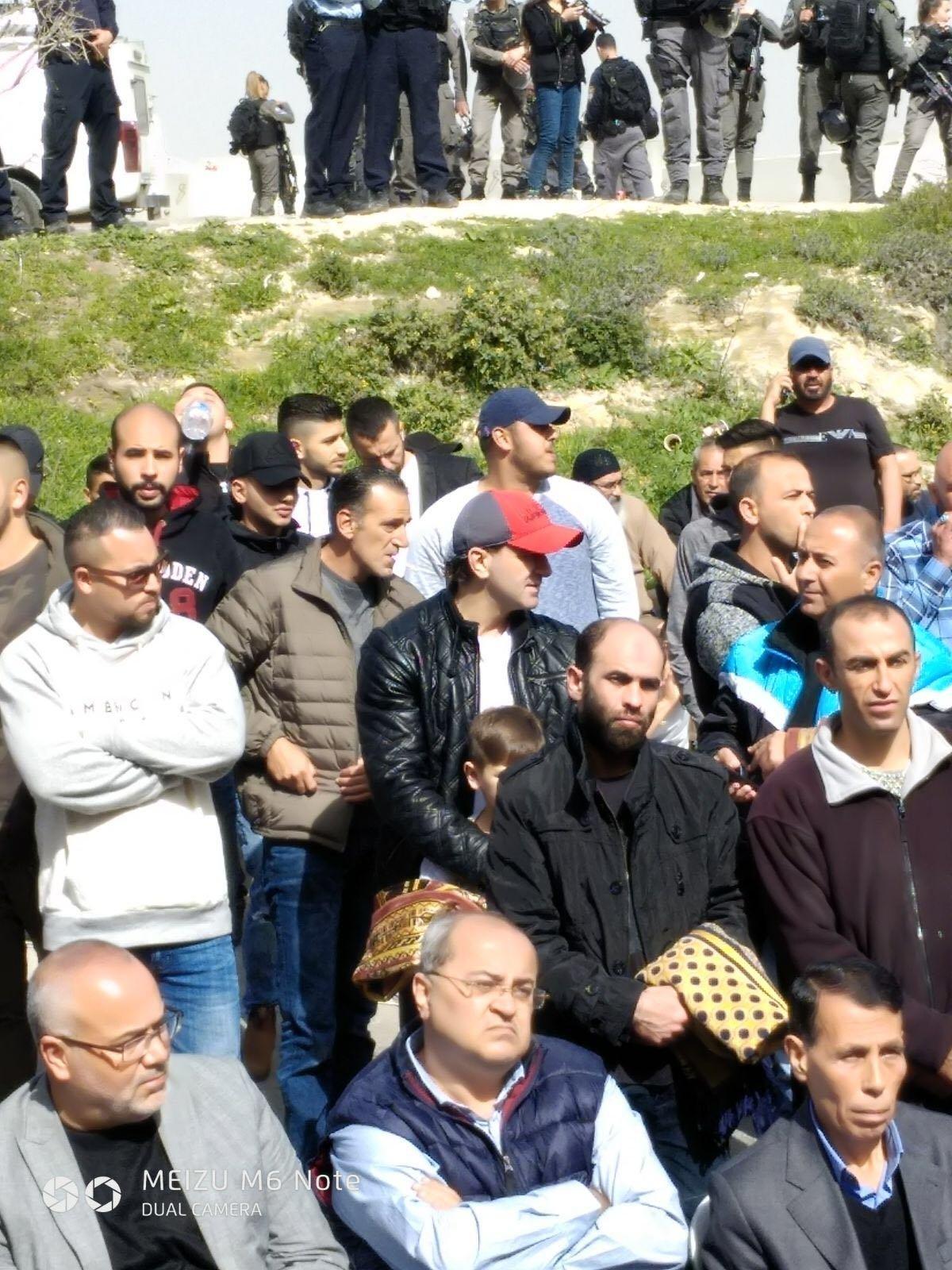 الطيبي في مظاهرة العيساوية: الاحتجاج سيستمر حتى يرفع الظلم والقمع