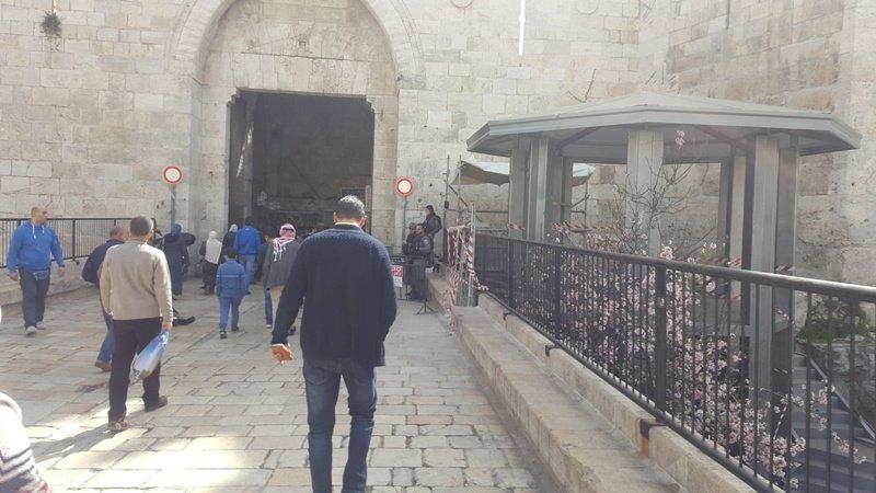 في تغيير لهوية القدس .. الاحتلال يقيم غرفة ومنصات مراقبة عند باب العامود