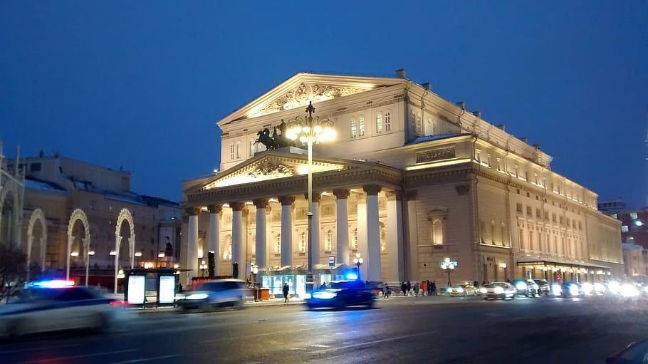 زيارتان افتراضيتان إلى البولشوي ودار الأوبرا الملكية