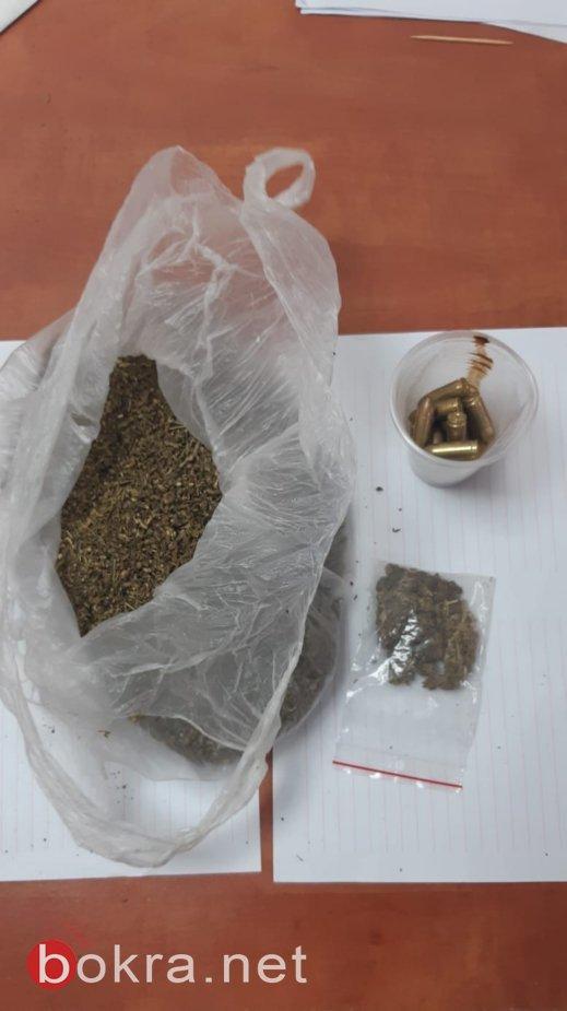 اعتقال مشتبه (24 عامًا) من بئر المكسور بالاصطدام بسيارة شرطة وحيازة المخدرات