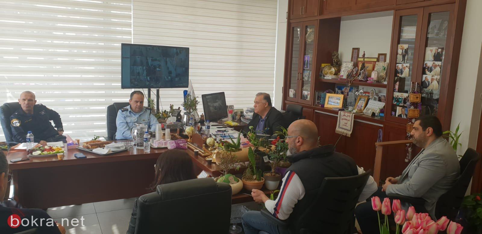 جلسة عمل مع قيادة الشرطة وقائد الجبهة الداخلية في بلدية الناصرة-5