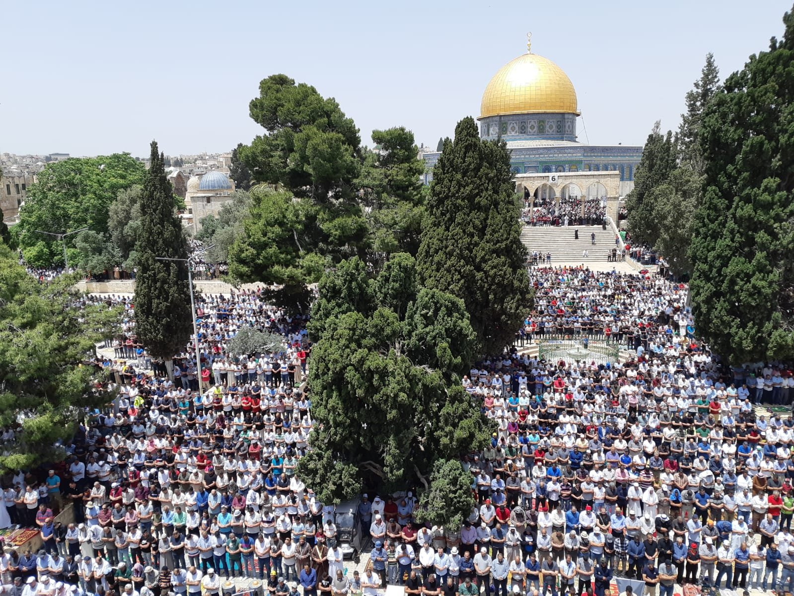 اكثر من 200 ألف مصل في الجمعة الثانية بالمسجد الأقصى