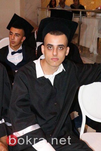 طلاب ثانوية الرينة يحتفلون بتخرجهم بحفل ضخم .. بدون مشاركة المدرسة!
