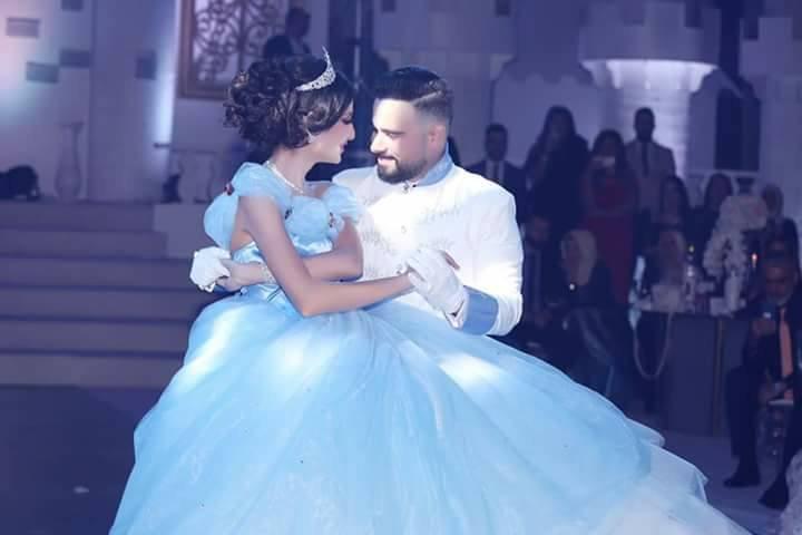حفل زفاف على طريقة سندريلا: فستان العروس أزرق.. وماذا عن العريس؟