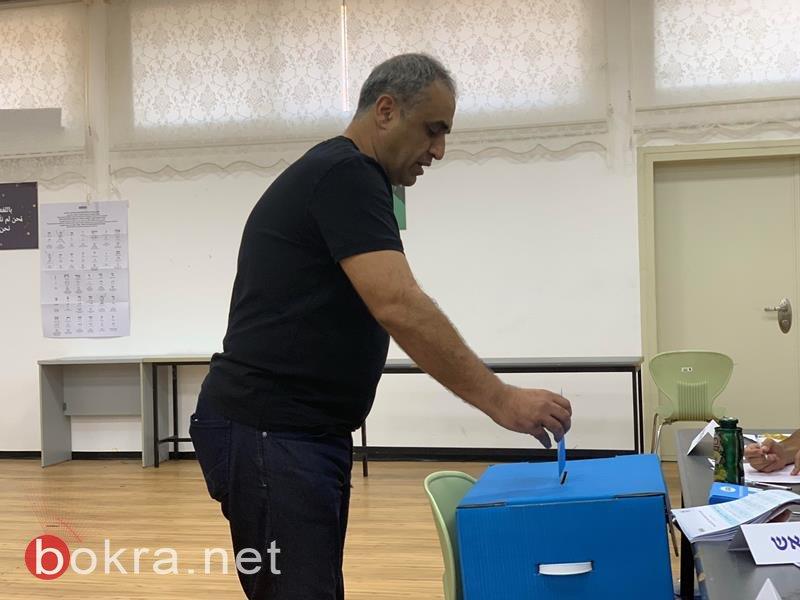 مضر يونس يدلي بصوته ويدعو لدعم المشتركة
