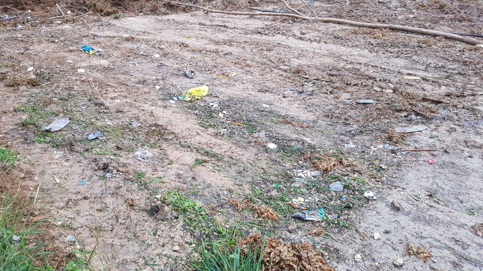 الناصرة: البلدية تقوم بتنظيف أرض الوقف بالحي الشرقي-0