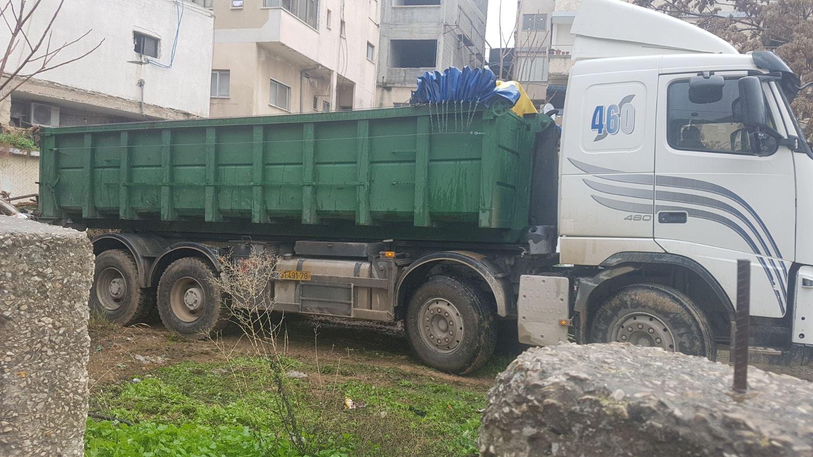 الناصرة: البلدية تقوم بتنظيف أرض الوقف بالحي الشرقي-1